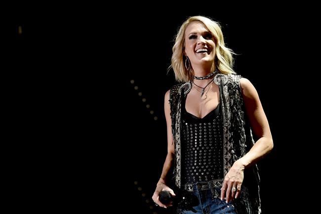 Carrie Underwood  Yılın Kadın Artisti Ödülü (Country)