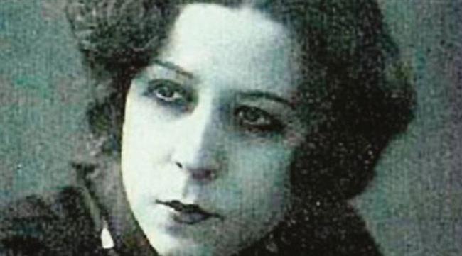 AFİFE JALE  Babası Hidayet Bey'in karşı çıkmasına rağmen 1919 yılında oyunculuk eğitimi almaya başlayan ve aynı sene sahneye çıkan Afife Hanım, sahnede Jale takma ismini kullanmıştır. 'Türkiye'nin ilk kadın oyuncusu' ünvanını gururla göğsünde taşıyan Afife Jale, kadınların sanatla ilgilenebileceğini tüm dünyaya gösteren değerli bir isimdir.