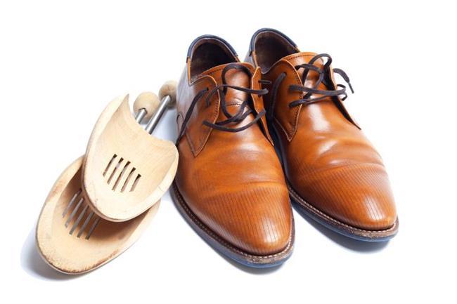 Ayakkabı ve çantalarınızı doldurun  Kullanmadığınız zamanlarda ayakkabı ve çantalarınızın şekillerinin bozulmaması için mutlaka gazetelerle doldurun. Bu sayede ayakkabılarınız ve çantanız uzun yıllar aynı şekilde bozulmadan durur. Hem böylece çantalarınızın içi de daima temiz kalır.