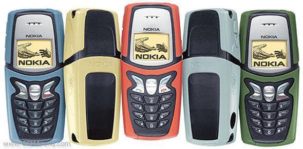 Nokia 5210  2002 yılında satışa sunulan Nokia 5210 tam ortadan açılan kabı ve zamanının şık görüntüsüyle, darbelere oldukça dayanıklıydı. Analog saati ve içinde bulunan 5 farklı oyunu, onu diğerlerinden farklı kılıyordu. Kapaklarını renk renk değiştirebilmeniz ve kolye gibi boyuna asılması da diğer güzelliklerindendi