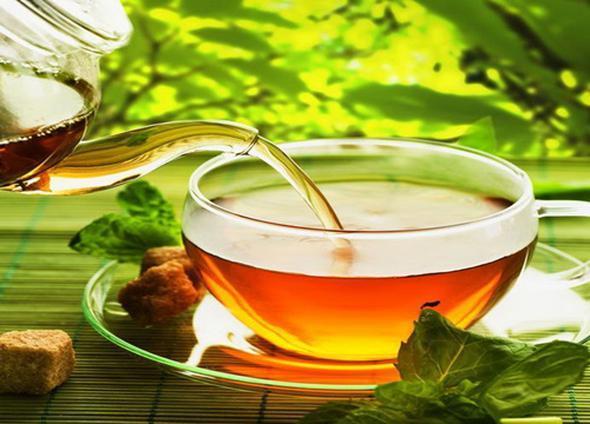 Yeşil çay  Yeşil çayın birçok yararı var. Hepsini yazmaktansa sizi en çok etkileyecek olanları sıralamakta yarar var. Dinç tutar, beyni korur, zayıflamaya yardımcı olur, kolesterol ve şekeri düzenler. Daha ister misiniz?