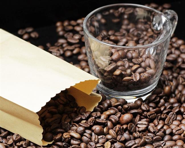 """Kahve  Sabahları içtiğiniz lezzetli bir kahve içeriğindeki kafein sayesinde hücrelerinizi uyaracak ve metabolizmanız hızlanacak. Bu hız fazla yağlarınızı yakmak konusunda size yardımcı olacak.  <a href=  http://mahmure.hurriyet.com.tr/foto/diyet-fitness/yag-yakan-ev-yapimi-7-icecek-tarifi_42568/  style=""""color:red; font:bold 11pt arial; text-decoration:none;""""  target=""""_blank"""">  Yağ Yakan Ev Yapımı 7 İçecek Tarifi"""