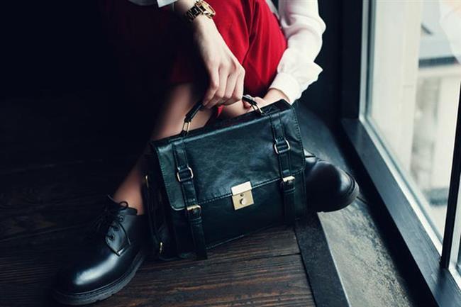 """BREZİLYA  Brezilya'daki batıl bir inanca göre kötü şansla karşılaşmamak için çantanızı ve cüzdanınızı yere koymamanız gerekiyor.  <a href=  http://mahmure.hurriyet.com.tr/foto/magazin/dunya-liderlerinin-makyaj-ve-bakim-masraflari_42662 style=""""color:red; font:bold 11pt arial; text-decoration:none;""""  target=""""_blank"""">  Dünya Liderlerinin Makyaj Ve Bakım Masrafları!"""