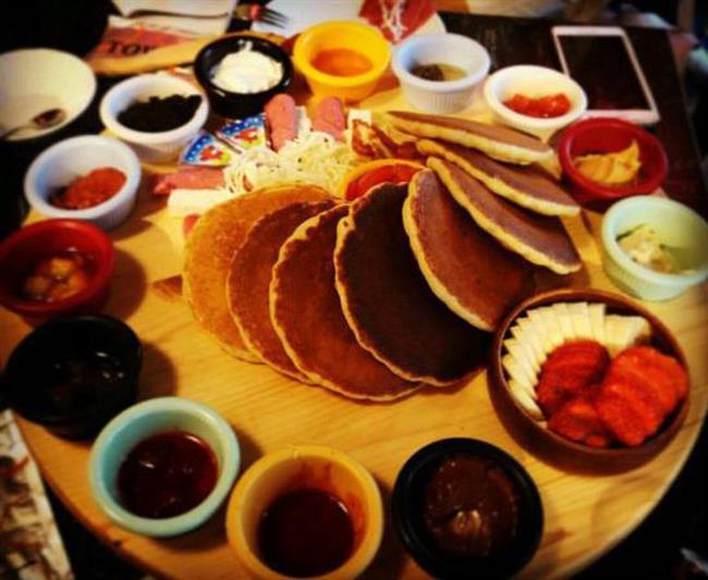 """MUNCHIES CREPE & PANCAKES  İki üç katlı panburger seçenekleri ile göz dolduran mekânda 4 adet pancake; çikolata kreması, fıstık ezmesi ve çilek sos seçenekleriyle sunuluyor.  Caferağa Mah. Dr. Esat Işık Cad. No:62/A Kadıköy  <a href=  http://mahmure.hurriyet.com.tr/foto/saglik/7-maddede-saglik-efsaneleri_42614/  style=""""color:red; font:bold 11pt arial; text-decoration:none;""""  target=""""_blank"""">  7 Maddede Sağlık Efsaneleri"""