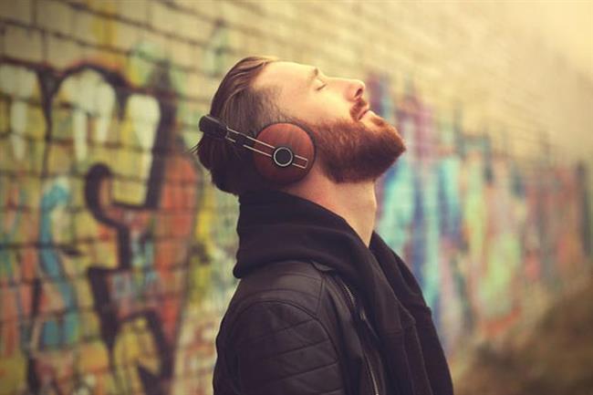 """SEVDİĞİNİZ BİR ŞARKIYI AÇIN  Müzik ruhun gıdasıdır. Beyin kimyanızdan sindirim sisteminize bir çok bedensel aktivitenize dokunan müzik kötü bir günü güzel bir güne çevirebilir. Çok sevdiğiniz bir şarkıyı açın ve her şeyin ne kadar da çabuk değiştiğin gözlerinizel görüp, kulaklarınızla duyun.  <a href=  http://mahmure.hurriyet.com.tr/foto/yasam/zengin-olma-hikayesiyle-gaza-getiren-5-film_42796/  style=""""color:red; font:bold 11pt arial; text-decoration:none;""""  target=""""_blank"""">  Zengin Olma Hikayesiyle Gaza Getiren 5 Film"""