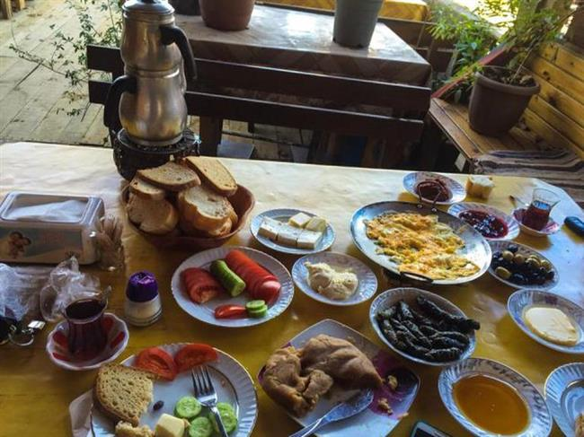 MOLA GÖZLEME EVİ  Keyifli bir moladan ismini almış olan Mola Gözleme Şile'ye daha yakın. Burada birbirinden özel gözlemelerle karnınızı doyurabilir her daim taze çayıyla harika bir pazar kahvaltısı yapabilirsiniz. Hem ekonomik hem lezzetli mekânı mutlaka ziyaret edin.  Adres: Avcıkoru, Şile, İstanbul Telefon: 0535 240 03 91