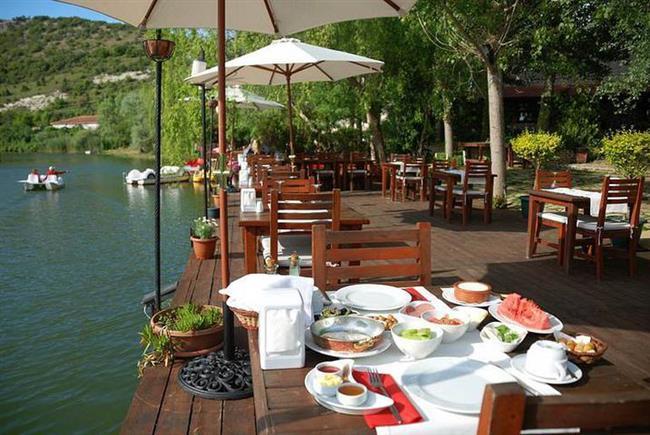 GREENLINE GUESTHOUSE  Nehir kenarında yer alan bu şirin otelin güzel kahvaltısından yararlanmak için otelde konaklamanız gerekmiyor. Bu nedenle gözünüz kapalı içeriye dalın ve nehre bakan en güzel masadaki yerinizi alın.  Adres: Yakuplu Sapağı No: 284 Ağva Şile İstanbul Telefon: 0216 721 84 91