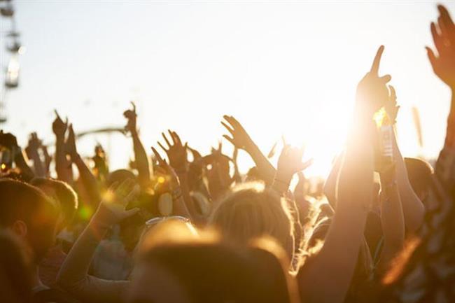 4-PRIMERA SOUND FESTİVALİ  İlk kez Rio de Janeiro'da 1985 yılında düzenlenen festival, adını buradan alıyor. Sonraki yıllarda Las Vegas, Madrid ve Lizbon'da da düzenlendi. İlk başlarda rock merkezli olarak başlayan festival farklı türdeki sanatçıları da konuk etti. Zamanında Queen'in katıldığı bir festival kötü olur mu hiç?