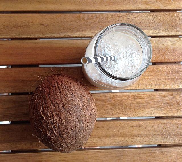 Hindistan Cevizi – Muz  Malzemeler:  *1 su bardağı Hindistan cevizi suyu *3 dilim ananas *1 muz