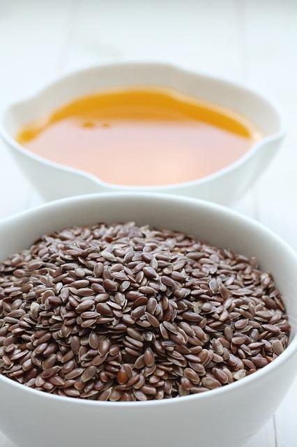 Keten Tohumu Yağı  İçerdiği omega-3 ile inflamasyonu azaltırken omega-6yla da yağ asitlerini dengeler.