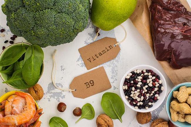 FOLİK ASİT  Folik asit olarak da bilinen B9 vitamini, kalp hastalıkları, felç, kanser ve doğum kusurlarının önlenmesi konusunda son derece önemlidir.   Kısaca faydalarından bahsetmek gerekirse; hamilelik için faydalıdır, felç riskini azaltır, kolesterolü düşürür, kalp sağlığını korur, Alzheimer hastalığını önler, diyabete iyi gelir, depresyonla mücadele eder. Mercimek, yeşil yapraklı sebzeler, narenciye, kuşkonmaz, barbunya, brokoli, ay çekirdeği, domates suyu, zenginleştirilmiş ekmek ve tahıllar, yumurta.