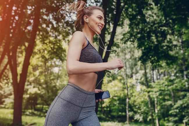 4- Egzersiz yapmak  Başarılı insanlar, egzersizin fiziksel ve zihinsel sağlıklarındaki önemini anlarlar. Bu yüzden de hafta sonu bu konuda tembellik etmezler ve egzersize zaman ayırırlar.
