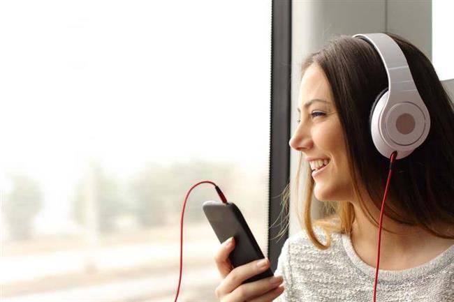 5-Müzik keşfi yapın  Kapalı havalar müzik keşfi yapmak için idealdir. Bir radyo veya bir müzik programı açın. Rastgele bir şarkı açın ve dinleyin. Kapalı hava ile şarkıların en güzel en dokunaklı yanlarının farkına varırsınız.
