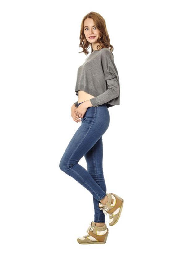 Spor ayakkabılar  Renkli, yüksek tabanlı spor ayakkabılar, skinny jean'lerle spor kombinler oluşturuyor. Son yılların çok sevilen sokak modası, skinny jean ve spor ayakkabılar üzerine şekilleniyor. Skinny jean'leri bir de spor ayakkabılarla deneyin.