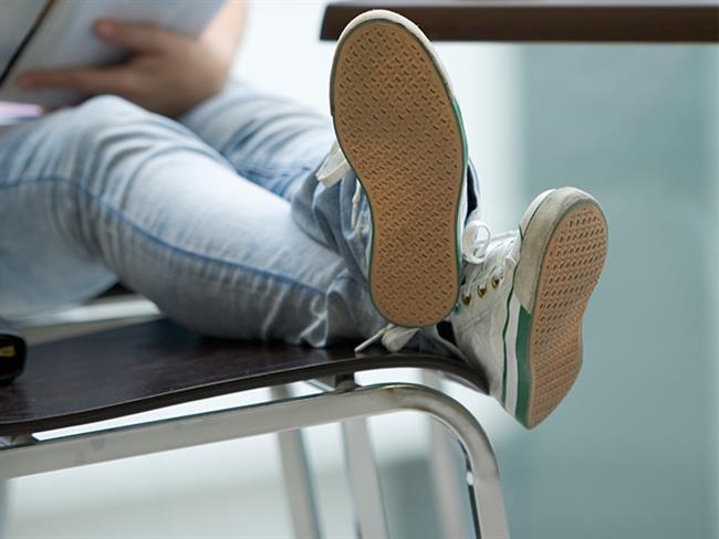 Son yıllarda birçok insan tarafından sevilerek tercih edilen skinny jean, üste tam oturan dar kot pantolonlara verilen isimdir. Bacakları tamamen saran skinny jean, daha ince ve uzun bir görüntü sağlar. Aynı zamanda esnek yapısıyla rahattır da.  Hem şık hem spor tarza uygun kombinlerinizde kullanabilmeniz de skinny jean'lerin güzelliklerinden bir başkası! İster triko, tişört, salaş kazakla kombinleyip spor olun, isterseniz de gömlek ya da şık bluzlar giyip şık olun, tercih sizin. Peki skinny jean'lerle hangi ayakkabıyı giyersem daha uygun olur? Bu sorunun cevabı tam aşağıda...  Kaynak Fotoğraflar: Pinterest