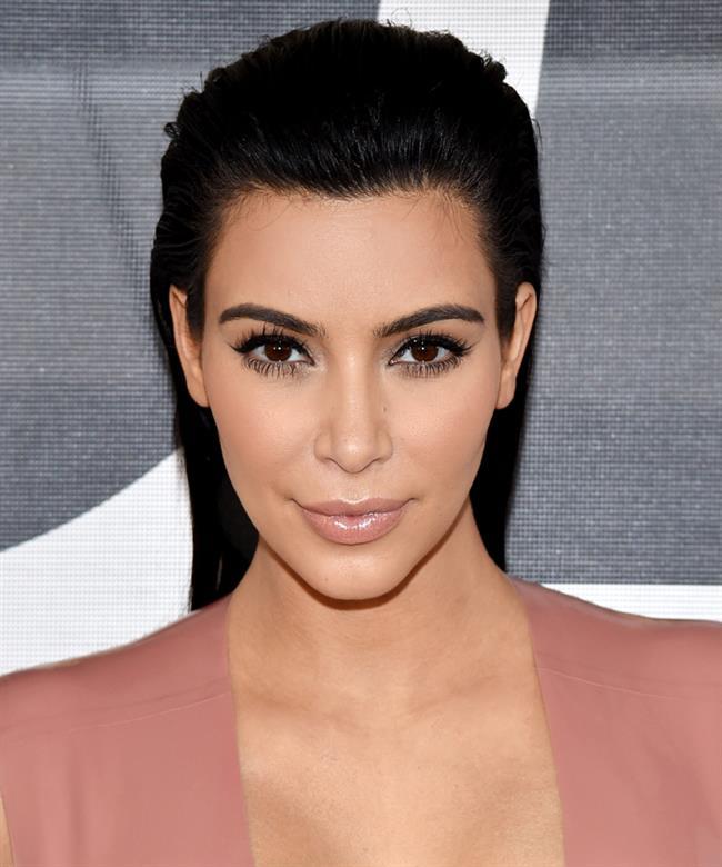 Kim, ünlü yıldızların asistanı oldu  Kim, 2000'lerin başında Cindy Crawford, Selena Williams, Lindsay Lohan, Brandy ve Paris Hilton gibi ünlü şöhretler için stilistlik ve asistanlık yapmaya başladı. Ama o da, en az ünlü müşterileri kadar şöhret elde etmek istiyordu.