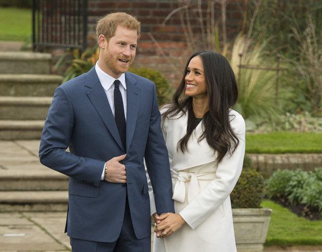Prens Harry ve Markle, ilk kez 2016 eylül ayında birlikte görüntülendiler. Haziran 2016'da da ilişkileri resmiyet kazandı.