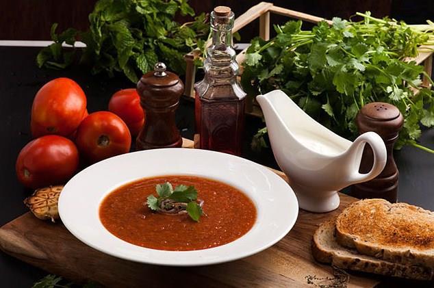 6-Türk mutfağındaki çorbalarda ağırlıklı olarak tahıl kullanıldığı için, diyetlerde bir dilim ekmek yerine bir kase çorba verilir. Bir dilim ekmek 30 gram, bir kase çorba ise 200 gramdır. Ancak miktar bakımından fazla olsa da, birçok çorba çeşidi ekmekten daha düşük kaloriye sahiptir.