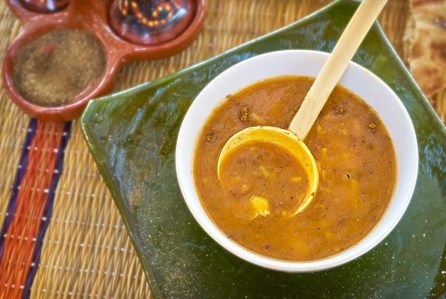 4-Soğuk havalarda çorba tüketmek fiziksel olarak ısınma sağladığı gibi duygusal olarak da mutluluk verir.