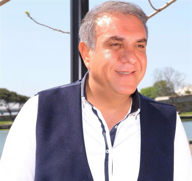 """Taşkın Doğanışık  Türk Halk Müziği sanatçısı, aynı zamanda İTÜ Konservatuar'da Öğretim Görevlisi olan Taşkın Doğanışık, 30 Mart 2017'de kalp krizi geçirerek hayatını kaybetti.  <a href= http://mahmure.hurriyet.com.tr/foto/yasam/kotu-bir-gunu-iyi-bir-gune-cevirmek-icin-6-tavsiye_42902/ style=""""color:red; font:bold 11pt arial; text-decoration:none;""""  target=""""_blank""""> Kötü Bir Günü İyi Bir Güne Çevirmek İçin 6 Tavsiye"""