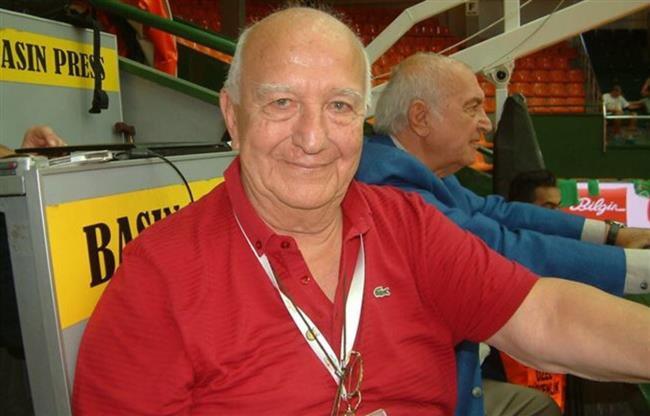 """Mehmet Baturalp  Fenerbahçe'nin eski kaptanı, Milli Takım'ın unutulmaz antrenörü Mehmet Baturalp tedavi gördüğü hastanede hayatını kaybetti.  <a href=  http://mahmure.hurriyet.com.tr/foto/magazin/spor-yapan-unluler_42694 style=""""color:red; font:bold 11pt arial; text-decoration:none;""""  target=""""_blank"""">  Spor Yapan Ünlüler"""