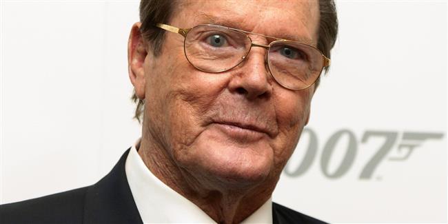 Roger Moore  Bugüne dek yedi James Bond filminde ajan rolünü üstlenmesiyle tanınan 'sir' unvanlı İngiliz oyuncu Roger Moore, mayıs ayında 89 yaşında hayatını kaybetti.