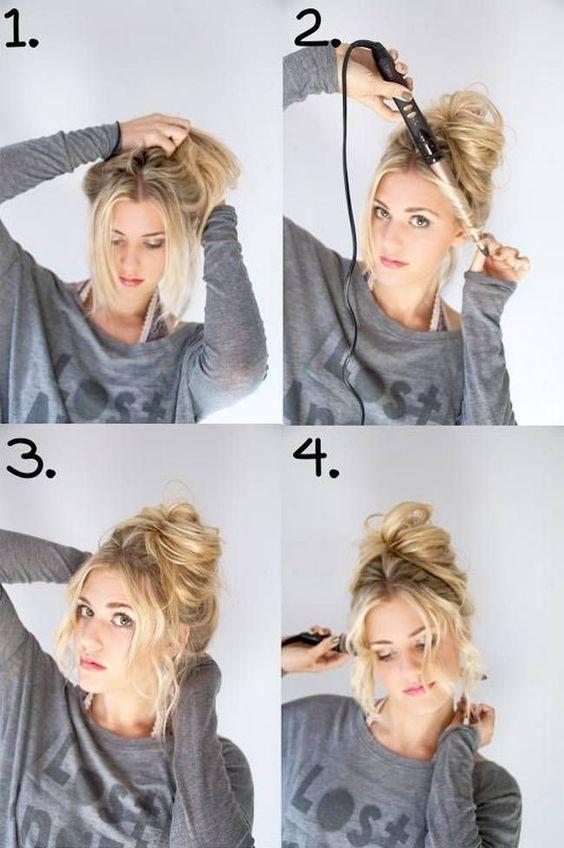 Saçınızı elinizle dağınık bir şekilde toplayın. Topladığınız saçınızı toka yardımıyla saçınıza dağınık topuz şeklinde sabitleyin. Topuzu elinizle açarak gür gözükmesini sağlayın. Ardından ön kısımda bıraktığınız parçaları resimde gördüğünüz gibi maşa yardımı ile şekillendirin.
