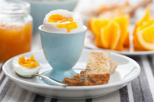Yumurta  Kolin, inositol, A ve E vitamini bakımından zengin olan yumurta amino asit, yani protein değeri açısından da en iyi besinlerden biri.  Günde 1 ya da 2 yumurtayı çeşitli şekillerde tüketmenizde fayda var.