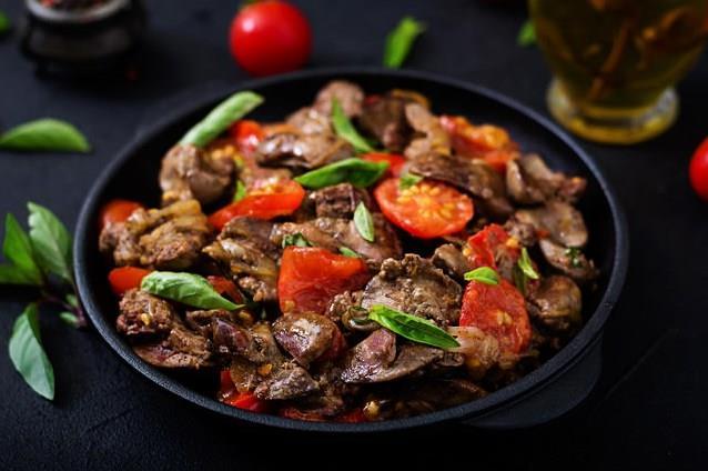 Karaciğer  Organizmaların detoks organı olan karaciğer folik asit, inositol, kolin ve B vitamini içeriğiyle en faydalı gıdalardan biri olarak belirtiliyor. Ayrıca çok iyi de demir kaynağı.  Karaciğeri haftada 2 kez tüketmeniz yumurta kalitesi üzerinde çok fayda sağlayacaktır.