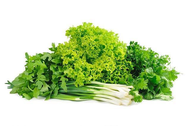 Yeşil sebzeler  Ispanak, karalahana, brüksel lahanası, kuşkonmaz ile marul gibi yeşil sebzeler folik asit ve demir içerikleriyle yardımcı oluyorlar. Besin değerlerini yitirmemeleri için yeşil sebzeleri buharda ya da haşlanmış olarak pişirmeye özen gösterin.