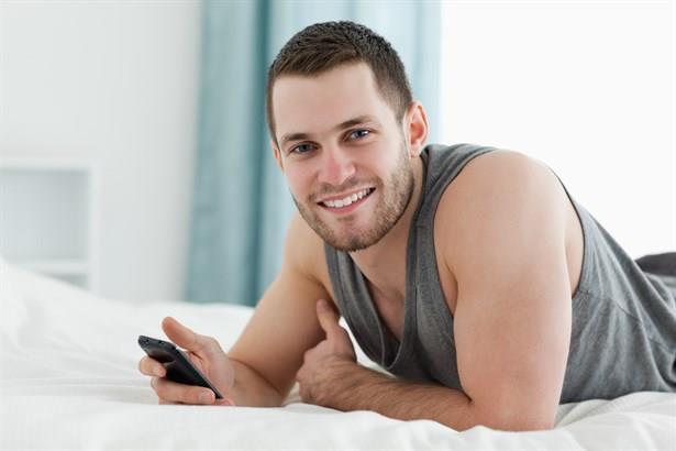 1- Telefonda erkek ismiyle kayıtlı kızlar  Erkekler artık uyandı. Önceden sevgililerinin telefonlarını cep telefonlarına kaydetmez, ceplerine herhangi bir yere isimsiz not düşerlerdi. Şimdi durum farklı... Onlar şimdi görüştükleri diğer kızların adını erkek isimleriyle kaydedip, sorunu geçiştiriyorlar.