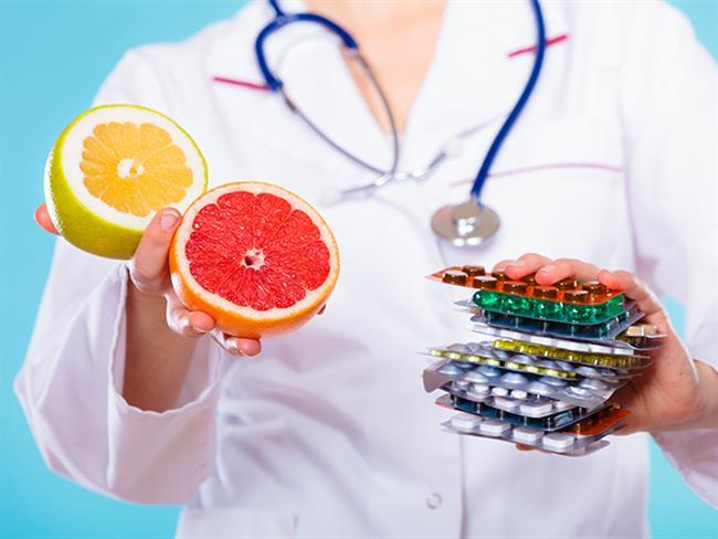 Ruh ve beden sağlığı için her vitaminden gerektiği kadar almalıyız. Vitaminlerin yetersiz alımı vücutta garip belirtilere neden olabiliyor. Bu belirtileri çoğu zaman önemsemesek de uzmanlar önemsenmesi ve takviye/tedavi edilmesi gerektiğini söylüyor.  Kaynak Fotoğraflar: Pixabay