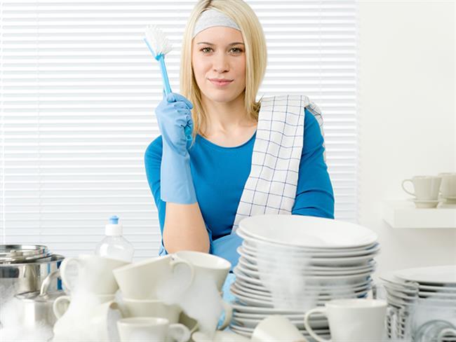 Evinin her yerinin dip köşe temiz olmasını isteyenlere ev temizliği için pratik öneriler paylaşıyoruz. Bakalım önerildiği kadar işe yarıyorlar mı... İşte ev temizliği için birbirinden pratik, sizi masrafa sokmayacak ve işinizi kolaylaştıracak öneriler...  Kaynak Fotoğraflar: Pinterest