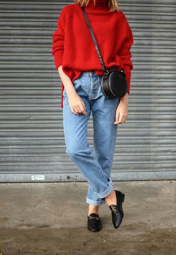 Mom Jean  Skinny jeanler rafa kaldırılıyor ve yerine yepyeni mom jeanler dolduruyor. 90'lardan günümüze izler taşıyan mom jeanler, bu senenin cool parçalarından.