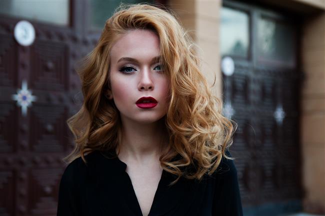 Saç Bakımı  En önemli aksesuarımız saçlarımızdır. Saçlarımız ne kadar güçlüyse biz de o kadar güçleniriz. Doalyısıyla saçlarımızın sağlıklı görünmesi için elimizden gelen çabayı göstermeliyiz. Doğru saç bakım ürünlerini kullanarak saçlarınızı koruyabilirsiniz.