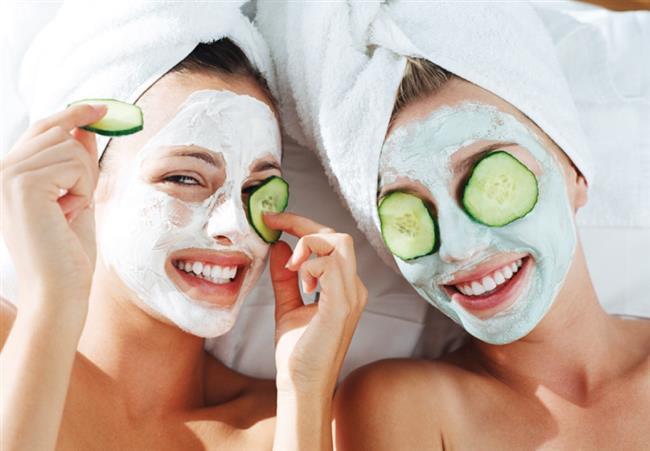 Canlı ve sağlıklı bir cilt şüphesiz her kadının hayalidir. Peki, her daim güzel bir cilde sahip olmanın doğal yollarını biliyor musunuz? İşte cildinizi yenileyerek güzelleştiricek 11 pratik maske tüyosu...  Kaynak Fotoğraflar: Google Yeniden Kullanım
