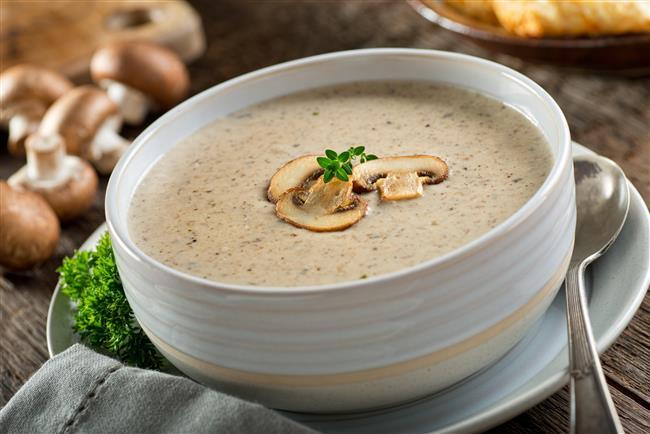Türk mutfağında hatırı sayılır bir yere sahip olan çorbalar, hangi yöremiz olursa olsun severek tükettiğimiz besinlerdir.   Peki, çorbaların lezzetinin yanı sıra vücudumuzda hangisinin neye iyi geldiğini biliyor musunuz?  Kaynak fotoğraflar: Alamy, Pinterest