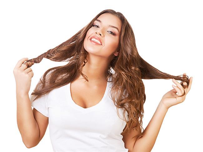 Diyetler, güzellik malzemeleri ve yıkamalar yüzünden saç sorunları yaşayabiliyoruz. Saçlarınızın kırık ve hacimsiz görünmemesi ve dökülme sorunu yaşamamanız için saçlarınıza zarar veren 6 hatayı mercek altına aldık.  Kaynak Fotoğraflar: Pixabay