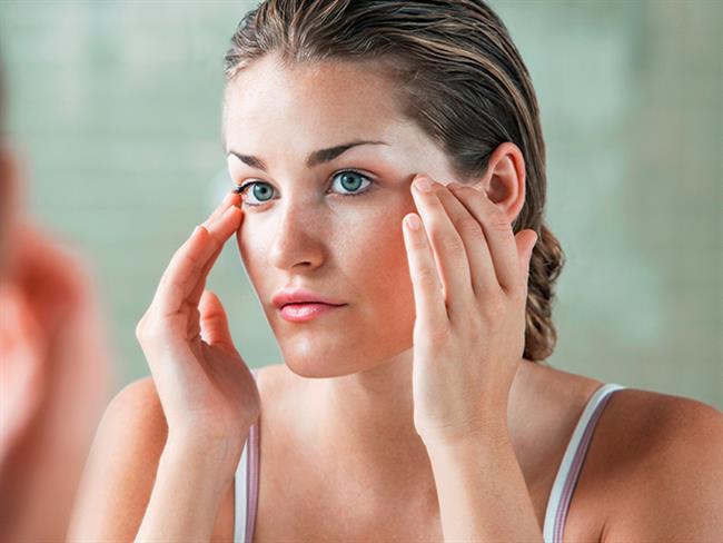 Kadınların birçoğu güzel görünmek için makyaj yapmayı tercih eder. Ancak birkaç basit hata istenmeyen bir görünüme yol açabilir.  Kaynak Fotoğraflar: Pixabay