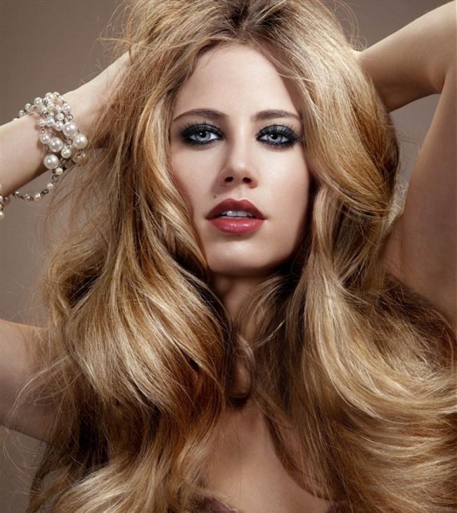 Uzun saç  Sarışın kadınların, esmer kadınlara göre östrojen hormonlarının daha yüksek olduğu tespit edilmiş. Bu, erkek gözünde sarışınların daha verimli olarak kodlanmasına sebep oluyor. İngiltere'de yapılan bir araştırmada, erkeklerin yüzde 74'ü uzun saçlı kadınları tercih ettiğini söylerken, sadece yüzde 12 si kısa saçlı kadınlar için oy kullanmış.
