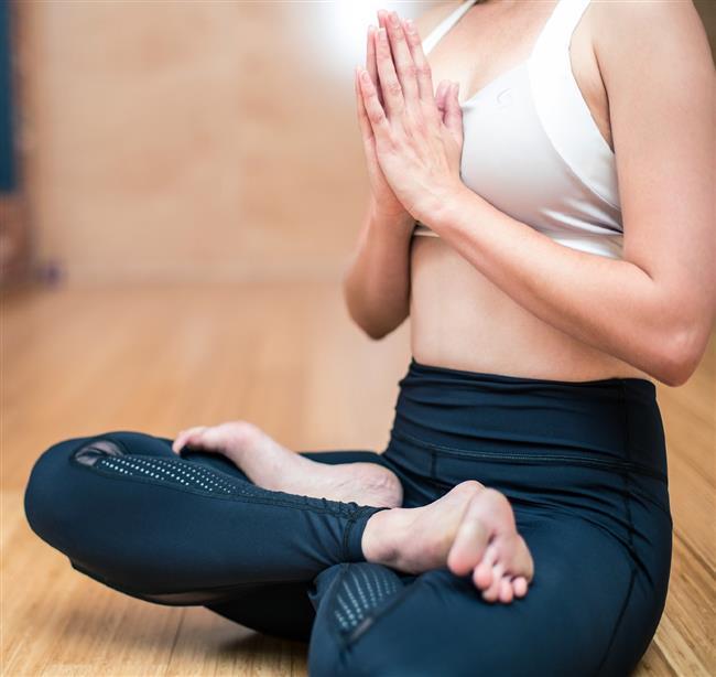 Hem zihinsel hem de bedensel güçlenmeyi vadeden yoga aynı zamanda yaşam kalitesini de üst seviyeye çıkarıyor. Hayatınızı olumlu bir şekilde değiştirmek istiyorsanız yoga bunun için doğru bir yol olacaktır. Hem zihinsel hem de bedenen mükemmel etkiler yaratan yoga, yaşam kalitenizi daha üst seviyeye çıkarır. Başladığınız andan itibaren olumlu etkileri hissetmeye ve fark etmeye başlayacaksınız. İşte hemen şimdi yogaya başlamanız için sebepler...  Kaynak Fotoğraflar: Google Yeniden Kullanım