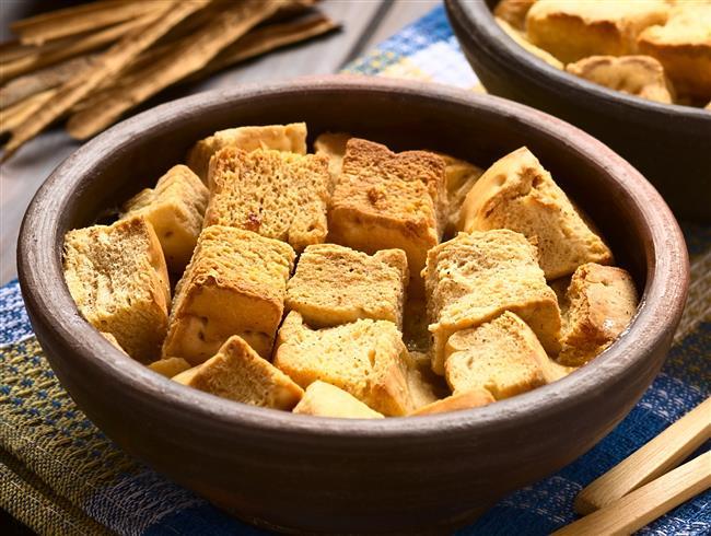 Evinizde bayat ekmekler birikiyorsa onları atmak yerine mutlaka değerlendirin. İşte hem bayat ekmeklerinizi değerlendirirken hem de bütçenizi rahatlacak 9 pratik tarif...  Kaynak Fotoğraflar: Google Yeniden Kullanım, Pinterest