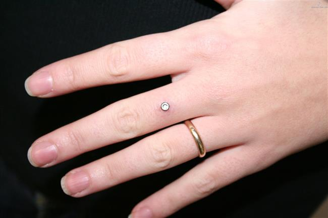 Çiftler İçin Yeni Trend: Nişan Piercingi - 10