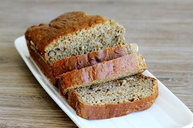 Gluten, insanlar tarafından çok sevilen ve bolca tüketilen ana tahıl buğday, çavdar ve arpada bulunan bir protein çeşididir. Gluten alerjisi olanlar bu üç tahılı içinde bulunduran ekmek, makarna, bulgur, irmik, kek, börek, kurabiye ve benzerleri yiyecekleri tüketemez. Bu da hayatlarından birçok lezzetli yemeğin çıkarılması anlamına gelir. Ancak neyse ki ekmekten köfteye kadar glutensiz hazırlanabilecek birçok tarif bulmak mümkün.  İşte sizler için hazırladığımız birbirinden leziz 6 glutensiz tarif...  Kaynak Fotoğraflar: Alamy, Hürriyet Arşiv