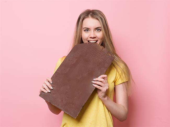 Çikolatalar bilindiklerinin aksine oldukça faydalı bir besindir. Özellikle bitter çikolatanın içerdiği bileşenler nedeniyle birçok hastalığa da iyi geldiği biliniyor. Bitter çikolatanın ne kadar faydalı olduğunu görmeniz için sizlere 10 muhteşem faydasını sunuyoruz.  Kaynak Fotoğraflar: Pixabay