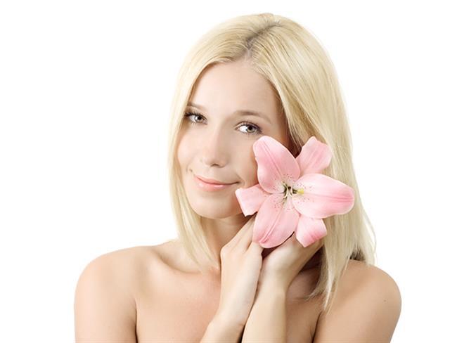Sağlıklı bir cilt, güzel görünmenin bir numaralı kuralıdır. Bu nedenle zamanımızın çoğunu cildimizi güzelleştirmeye ve onun için doğru olanı yapmaya çalışmaya harcamalıyız. Bu farklı birçok ürün denemekten çok daha uzun vadeli bir yöntem olacaktır. İşte ürün kullanmadan harika bir cilde sahip olmanın yolları…  Kaynak Fotoğraflar: Doğan Burda