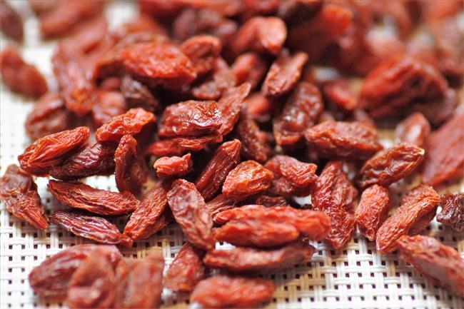 Goji Berry  Sağlık ve ilaç sektöründe kendine yer edindirebilmiş bir meyvede goji berrydir. Goji berry yani bizdeki adıyla kurt üzümü bitkisi, hem çeşitli hastalıkların tedavilerinde kullanılabiliyorken hem de yemeklere tat veren bir baharat görevini de üstleniyor.