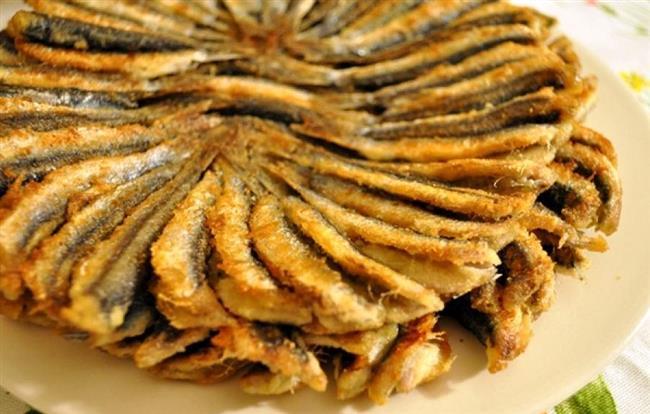 Vişneli yaprak sarmadan, hamsi tavaya, nemse böreğinden içli köfteye uzanan bir ziyafet sofrası... İşte lezzetleriyle tadı damakta kalacak 16 Osmanlı lezzeti...  Kaynak Fotoğraflar: Pinterest