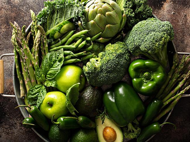 Günümüzde birçok kişinin menüsü kimyasal ve toksinli, çok fazla şekerli ya da çok fazla tuzlu olan işlenmiş paket gıdalardan oluşuyor. Ve bu durum vücudumuzun dengesini altüst edebiliyor. Sizler de daha sağlıklı bir bünyeye sahip olmak için alkali besinlerden tüketmelisiniz. Sizler için en etkili alkali ürünleri mercek altına aldık.  Kaynak Fotoğraflar: Pixabay