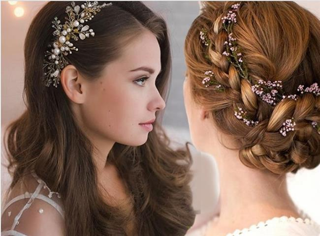 """Aksesuarlar oldukça önemli  Gelin saçınıza kuaförünüz ile birlikte karar verirken kuaförünüzün bazı şeyler hakkında bilgi sahibi olması oldukça önemlidir. Düğün esnasında gelin saçı ile birlikte takacağınız takılar, aksesuarlar fotoğraflar ile gösterilmelidir. Eğer mümkünse bu aksesuar ve takılar kuaföre getirilmelidir. <a href="""" http://mahmure.hurriyet.com.tr/foto/guzellik/sik-yapilan-10-makyaj-hatasi_43286"""" style=""""color:red; font:bold 11pt arial; text-decoration:none;""""  target=""""_blank"""">  Sık Yapılan Makyaj 10 Hatası"""
